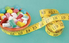 هل مضغ العلكة يساعد على تخفيف الوزن؟