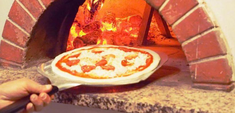 مطعم بيتزا
